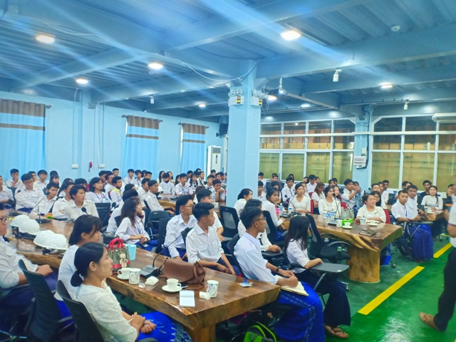 TU students visit production workshop from KNM